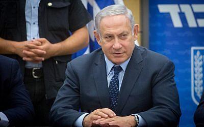El primer ministro israelí, Benjamin Netanyahu, encabeza una reunión de la facción Likud en el parlamento israelí el 16 de julio de 2018. (Miriam Alster / Flash90)