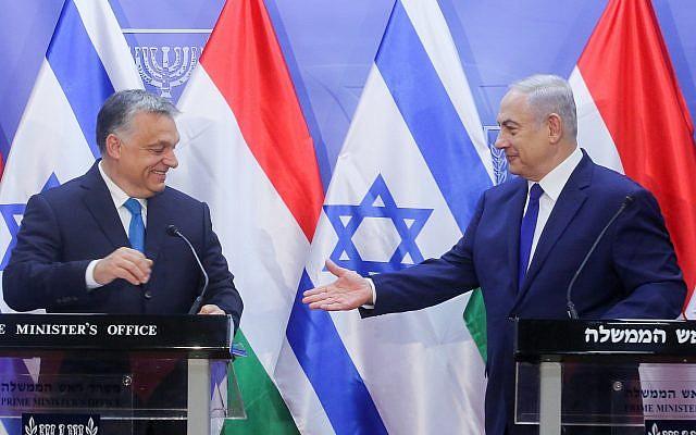 El Primer Ministro Benjamin Netanyahu celebra una conferencia de prensa conjunta con su homólogo húngaro, Viktor Orban, en la Oficina del Primer Ministro en Jerusalén, el 19 de julio de 2018 (Marc Israel Sellem / POOL)