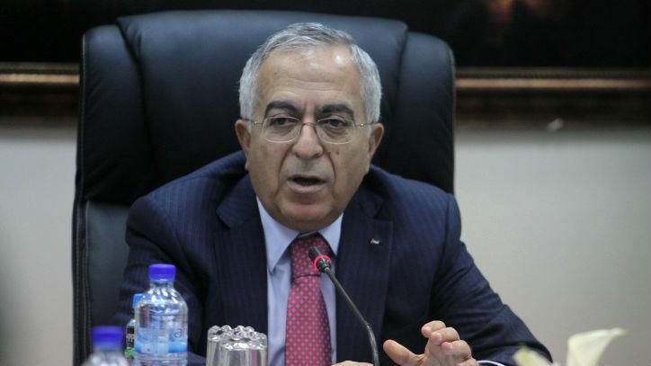 El ex primer ministro palestino Salam Fayyad, visto aquí cuando aún está en el poder, encabeza una reunión de gabinete en la ciudad cisjordana de Ramallah, el 16 de abril de 2013. (Issam Rimawi / Flash 90)