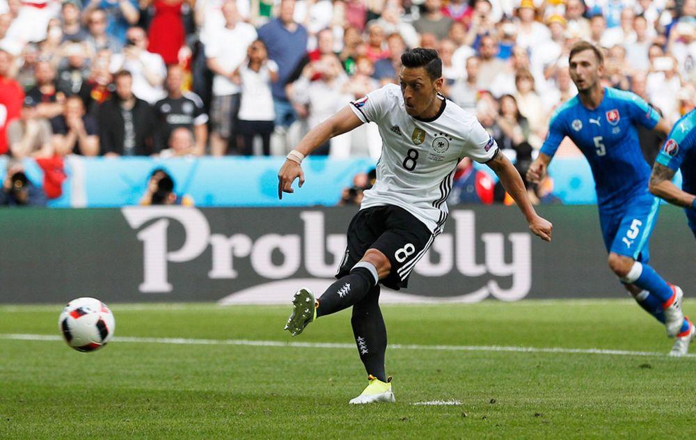 Ozil se despide de la selección con un título europeo Sub 21 y el Mundial de Brasil 2014 (Reuters)