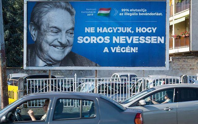 Un cartel con el multimillonario estadounidense George Soros en Szekesfehervar, Hungría, 6 de julio de 2017. (ATTILA KISBENEDEK / AFP / Getty Images vía JTA)
