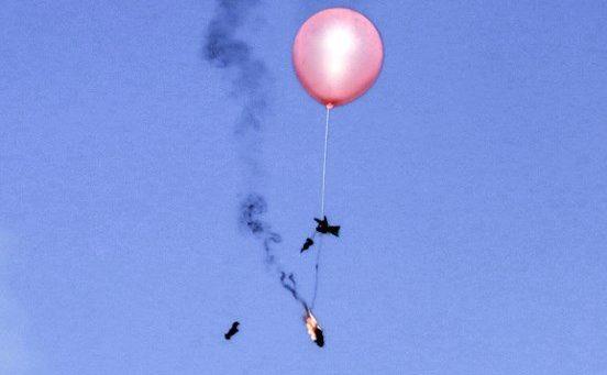 El 29 de junio de 2018, un globo cargado con material incendiario fue trasladado hacia Israel por los islamistas palestinos al este de la ciudad de Gaza. (AFP PHOTO / MAHMUD HAMS)
