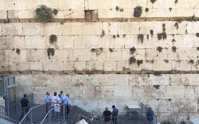 El Muro Occidental no está a punto de derrumbarse, dicen expertos después que piedra se desplomara