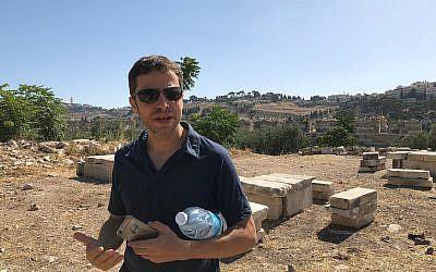 Arqueólogo Zachi Dvira (Amanda Borschel-Dan / Times of Israel)