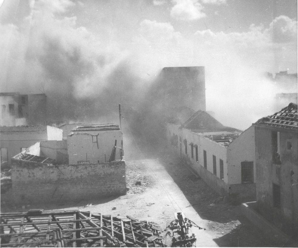 Demolición de un campamento militar británico cerca de Nitzanim, 1948. (archivo IDF en el Ministerio de defensa)