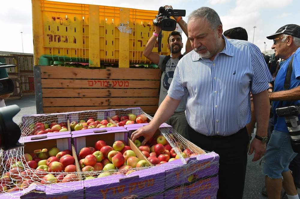 Liberman insta a los habitantes de Gaza a expulsar a Hamas del poder