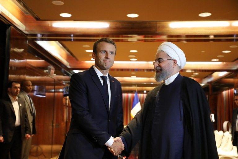 El presidente de Francia, Emmanuel Macron, izquierda, se encuentra con su homólogo iraní Hassan Rouhani en Nueva York, el 19 de septiembre de 2017. (AFP Photo / Ludovic Marin)