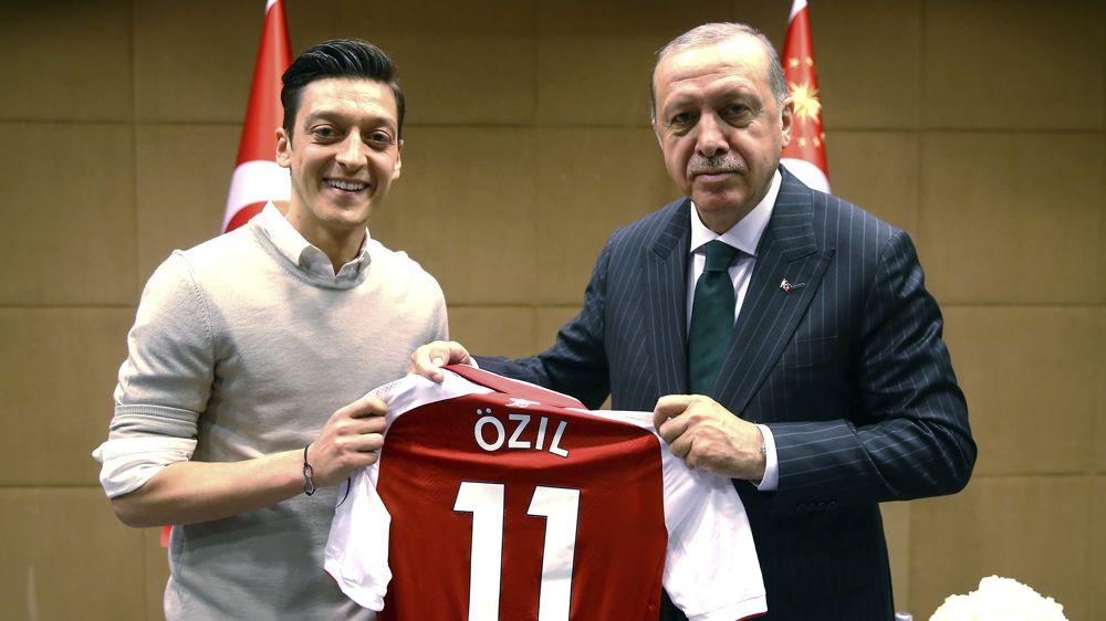 Mesut Ozil se retiró de selección de Alemania en medio de escándalo por foto con Erdogan