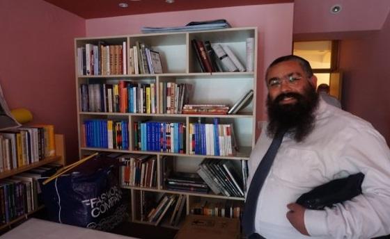 El rabino Ari Edelkopf, un protegido de Jabad que fue elegido por Jasa Alfandari para dirigir la comunidad judía de Montenegro. (Foto: Felice Friedson / The Media Line)