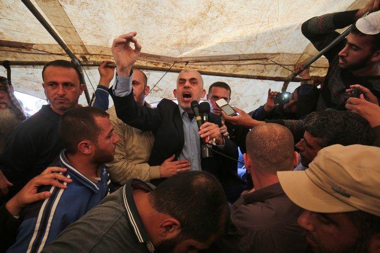 Yahya Sinwar, líder de Hamas en la Franja de Gaza, habla durante una manifestación violenta al este de Khan Younis, en el sur de la Franja de Gaza el 6 de abril de 2018. (AFP / Said Khatib)