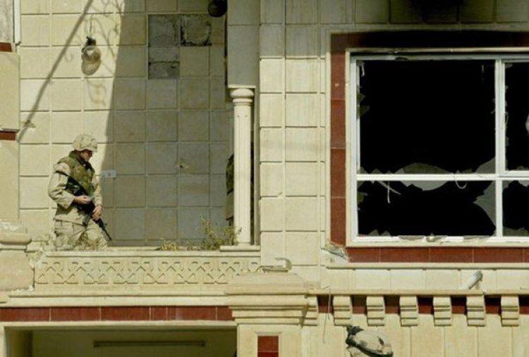Tropas estadounidenses tras la batalla que la que murieron Uday y Qusay