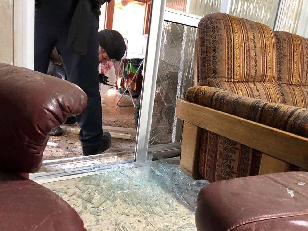 Un edificio en la ciudad de Sderot, en el sur de Israel, alcanzado por un cohete disparado desde la Franja de Gaza (Policía de Israel)