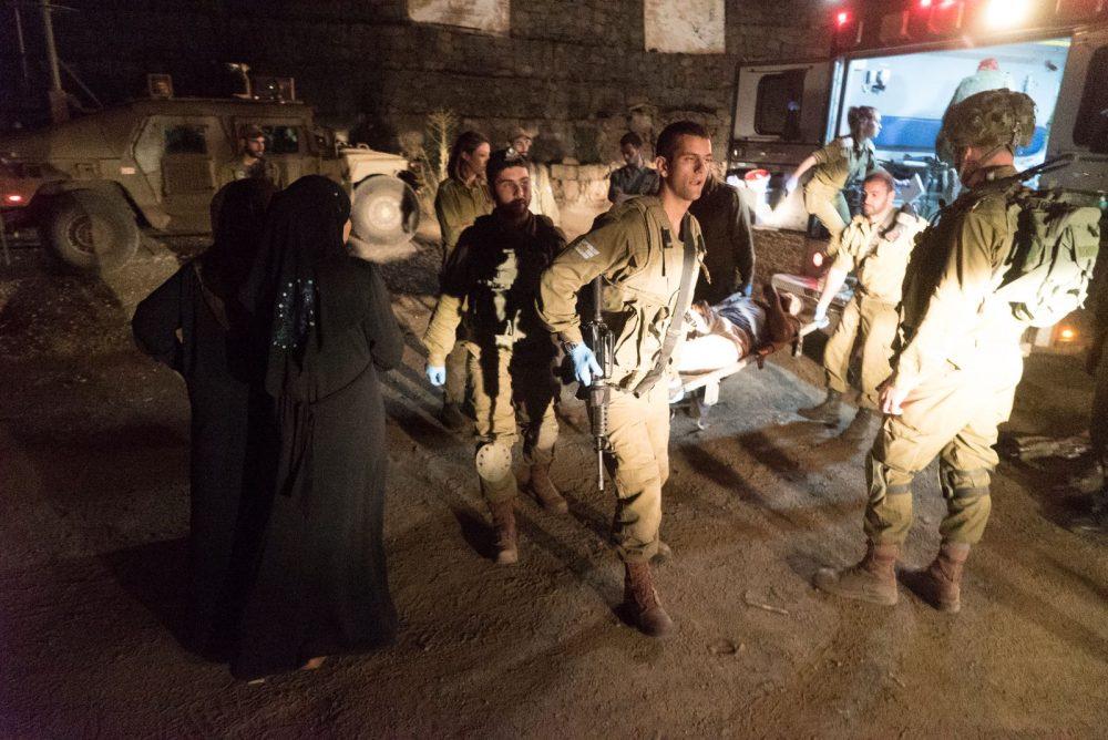 Los médicos del ejército israelí llevan a nacionales sirios heridos a Israel para recibir tratamiento médico el 29 de junio de 2018. (Fuerzas de Defensa de Israel)