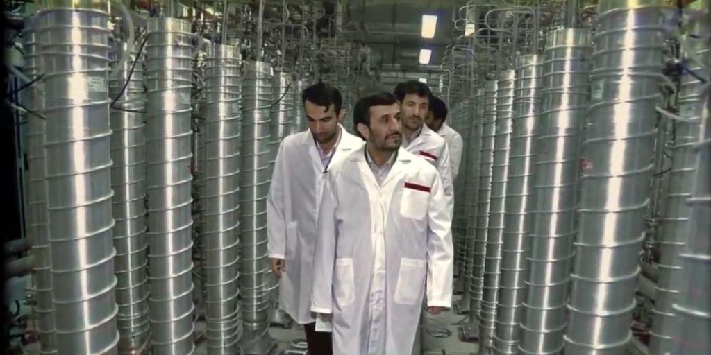 El entonces presidente iraní, Ahmadinejad, visita Natanz en 2008 (pantalla de Zero Days)