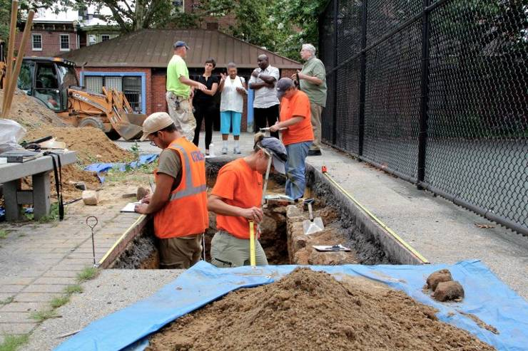Arqueólogos completan la excavación de la iglesia Mother Bethel debajo del parque infantil en la calle Queen