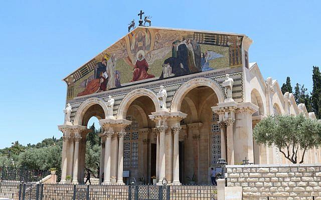 El deslumbrante frente de la Iglesia de todas las naciones, leones a la derecha (Shmuel Bar-Am)