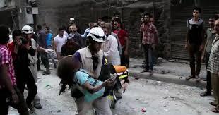 Activista de Cascos Blancos rescata a un niño en Idlib