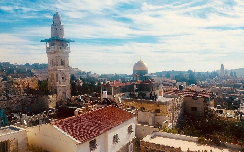 Una vista panorámica desde el último piso de Ecce Homo el 3 de enero de 2018, ofrece vistas del santuario de la Cúpula de la Roca y las iglesias del área. (Melanie Lidman / Times of Israel)