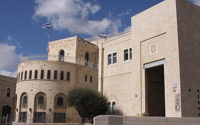 El símbolo de Jerusalem se alza en el Ayuntamiento (Shmuel Bar-Am)
