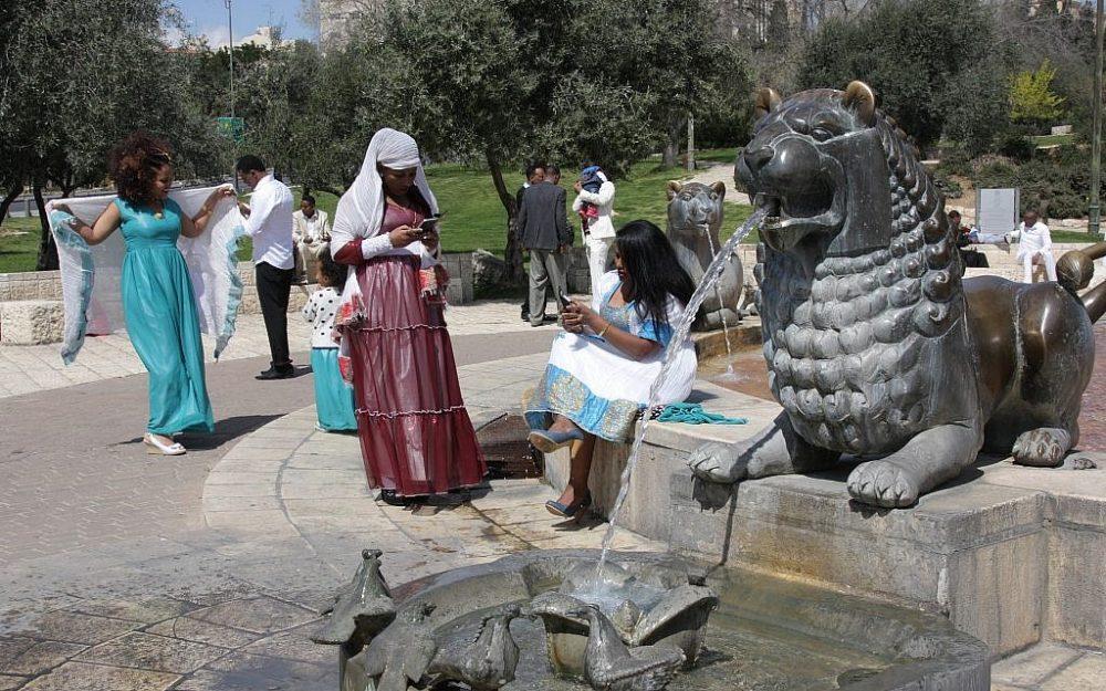 Disfrutando de la Fuente del León (Shmuel Bar-Am)