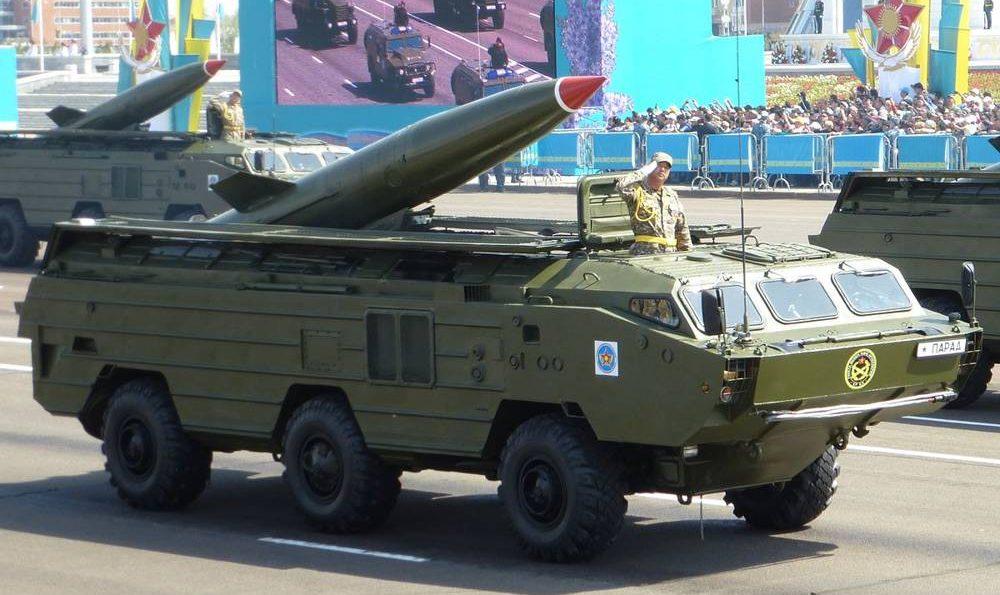 Un misil balístico de corto alcance SS-21 hecho en Rusia se muestra durante un desfile militar en Astana, Kazajstán en 2015. (Kalabaha1969 / WikiMedia / CC0 1.0 Universal)