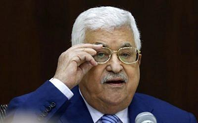 El presidente de la Autoridad Palestina, Mahmoud Abbas, preside una reunión del Comité Ejecutivo de la Organización de Liberación de Palestina (OLP) en la sede de la Autoridad Palestina en la ciudad cisjordana de Ramallah el 28 de julio de 2018. (ABBAS MOMANI / AFP)