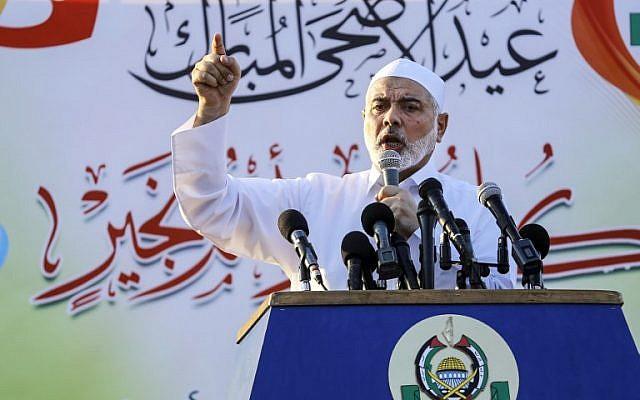 El líder de Hamas, Ismail Haniyeh, pronuncia un discurso el primer día del feriado musulmán de Eid al-Adha en la ciudad de Gaza el 21 de agosto de 2018. (AFP Photo / Anas Baba)