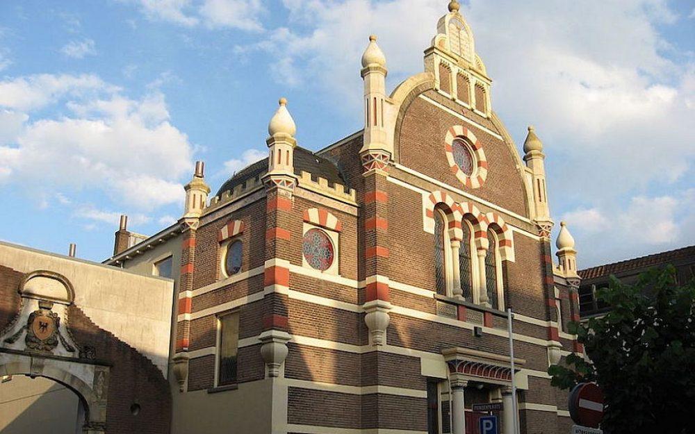 Esta sinagoga en Deventer, Países Bajos, fue comprada recientemente por el desarrollador turco Ayhan Sahin. (Martie Ressing / Wikimedia Commons vía JTA)