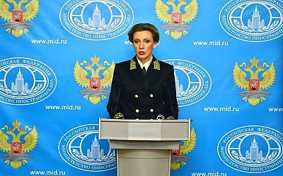 La portavoz del Ministerio de Asuntos Exteriores de Rusia, Maria Zakharova, dirigiendo una sesión informativa, 10 de febrero de 2016. (Ministerio de Asuntos Exteriores de Rusia)