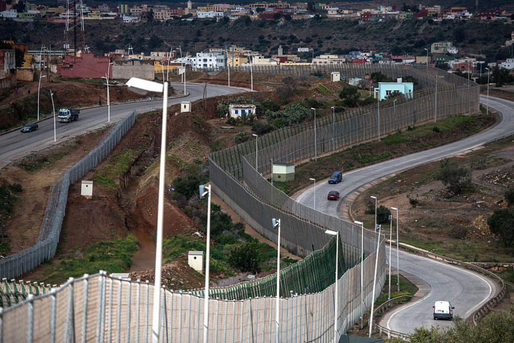 En la imagen: una sección de la valla fronteriza entre Marruecos y el enclave español de Ceuta. (Fuente de la imagen: David Ramos / Getty Images)