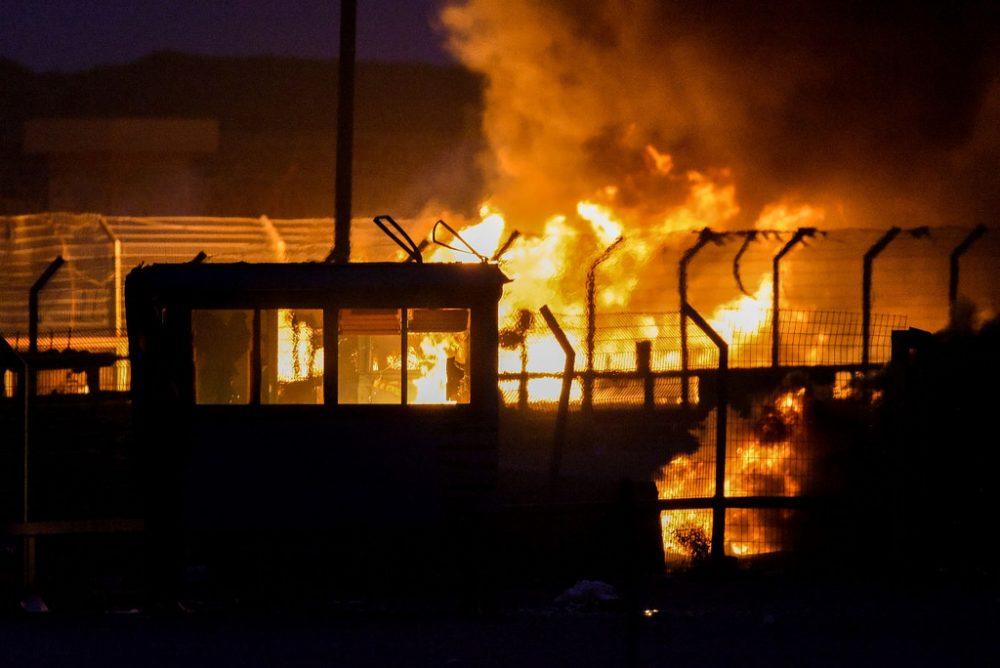 En la imagen: El Kerem Shalom Crossing se quema el 4 de mayo de 2018, después de que fue incendiado por los alborotadores palestinos de Gaza. Kerem Shalom se utiliza para transferir miles de toneladas de bienes y ayuda humanitaria de Israel a la Franja de Gaza. (Fuente de la imagen: IDF / Flickr)
