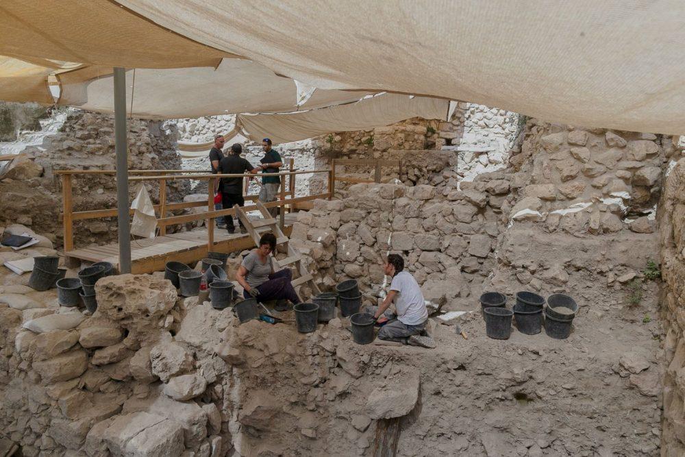 Desde el sitio de la excavación, donde se encontró un extraño arete de oro, de más de 2.000 años de antigüedad, en la ciudad de David, en Jerusalem. Elyyahu Yannai / Ciudad de David