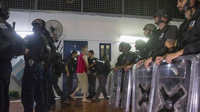 Dos celdas incendiadas durante disturbios en la prisión de Gilboa para terroristas de Hamas