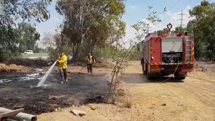 Globos incendiarios causan tres nuevos incendios en el Sur de Israel