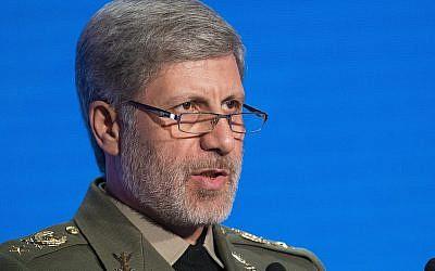 El ministro de defensa iraní, Amir Hatami, habla durante la Conferencia sobre Seguridad Internacional en Moscú, Rusia, 4 de abril de 2018 (AP Photo / Alexander Zemlianichenko)