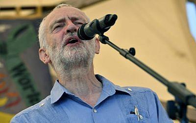 El líder del Partido Laborista británico Jeremy Corbyn habla en el Festival de los Mártires de Tolpuddle en Tolpuddle, Inglaterra, el 22 de julio de 2018. (Ben Birchall / PA vía AP)
