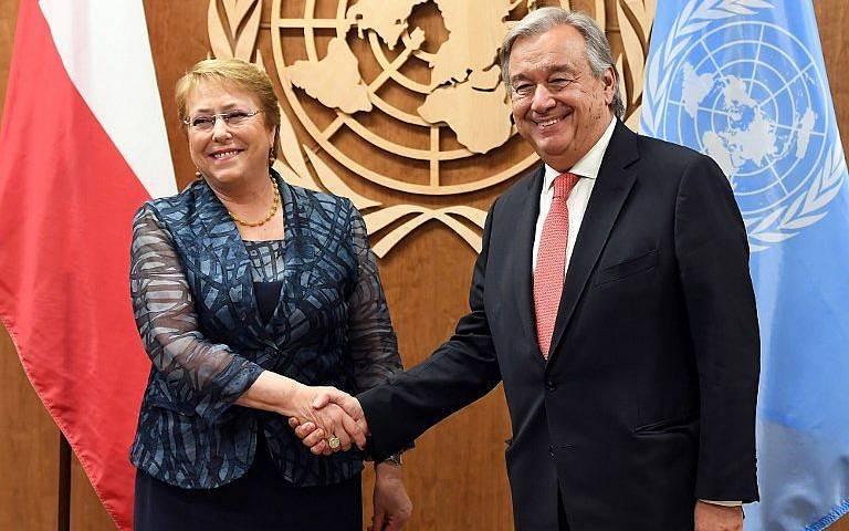 En esta foto de archivo tomada el 21 de septiembre de 2017, el Secretario General de las Naciones Unidas, Antonio Guterres (R), se reúne con la entonces presidenta de Chile, Michelle Bachelet, en las Naciones Unidas en Nueva York.(AFP Photo / Angela Weiss)