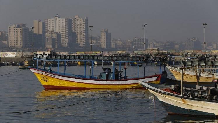 Los barcos de pesca palestinos se ven en el puerto de la ciudad de Gaza el 1 de abril de 2016. (AFP / Mohammed Abed)