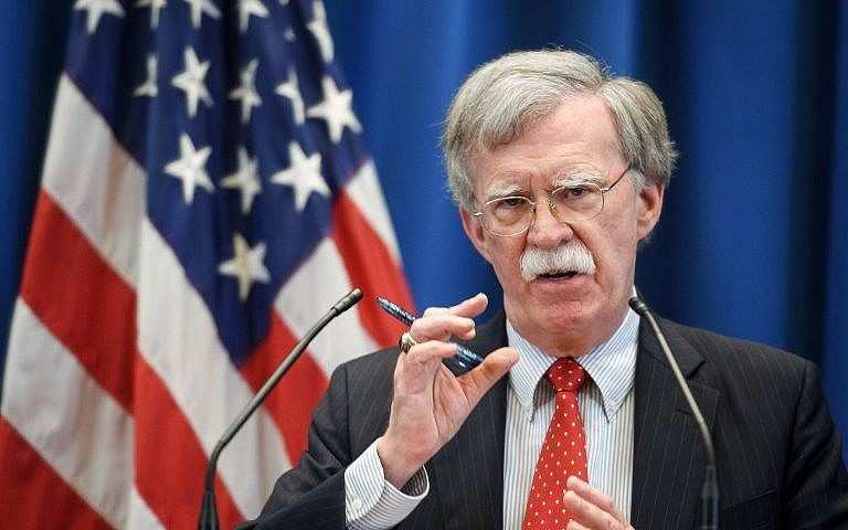 El asesor de seguridad nacional de Estados Unidos, John Bolton, da una conferencia de prensa luego de una reunión con su homólogo ruso en la misión estadounidense en Ginebra el 23 de agosto de 2018. (AFP Photo / Fabrice Coffrini)