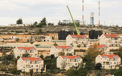 El asentamiento de Beit El en Cisjordania, al norte de Ramallah el 27 de noviembre de 2012. (Oren Nahshon / FLASH90)