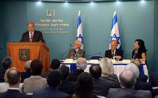 El primer ministro Benjamin Netanyahu se reúne con el comité directivo y el presidente Ronald Lauder, del Congreso Judío Mundial, en la oficina del Primer Ministro en Jerusalén, el 11 de septiembre de 2016. (Haim Zach / GPO mediante Flash90)