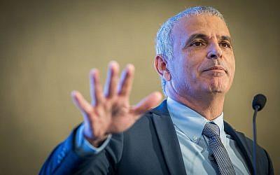 El ministro de Finanzas Moshe Kahlon habla durante una conferencia en Jerusalén el 7 de mayo de 2018 (Yonatan Sindel / Flash90)