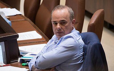 El ministro de Energía, Yuval Steinitz, asiste a una sesión plenaria en la Knéset en Jerusalén,  el 23 de mayo de 2018. (Yonatan Sindel / Flash90)