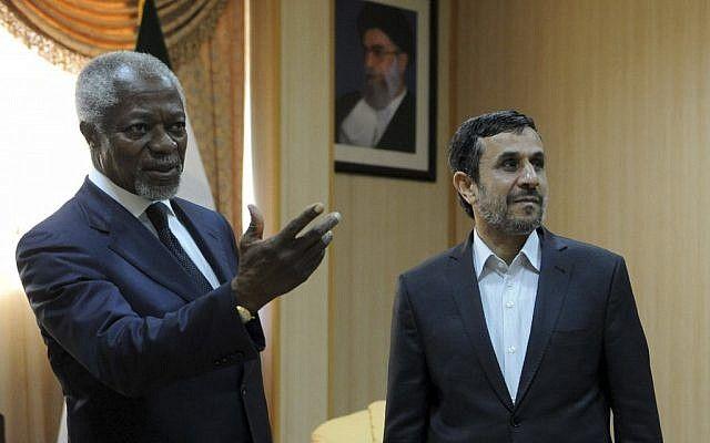 Kofi Annan se encuentra con Mahmoud Ahmadinejad en Irán (crédito de la foto: AP / ISNA / Hamid Foroutan)