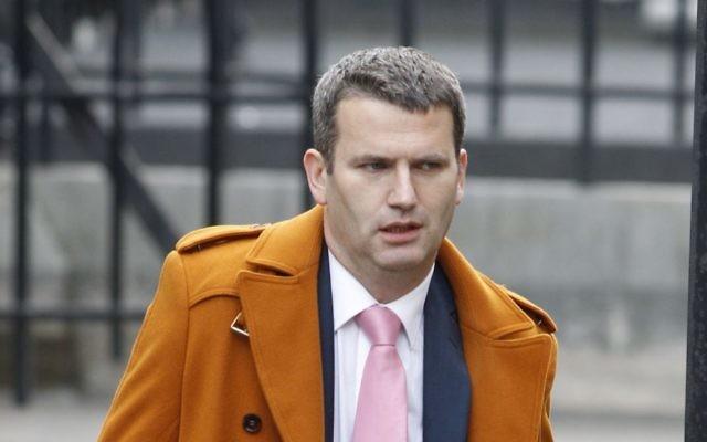 El abogado Mark Lewis llega a una investigación sobre ética de los medios en los Royal Courts of Justice en el centro de Londres, el jueves 24 de noviembre de 2011. (AP / Lefteris Pitarakis)