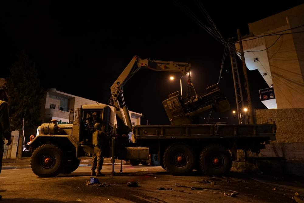 Soldados israelíes confiscaron maquinaria de un supuesto taller de fabricación de armas en la aldea de Yatta, en el sur de Judea y Samaria, el 14 de agosto de 2018. (Fuerzas de Defensa de Israel)