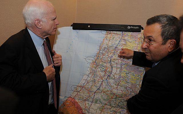 El senador John McCain, izquierda, con el Ministro de Defensa israelí Ehud Barak el 19 de marzo de 2008. (Matty Stern / Embajada de los Estados Unidos / Flash 90)