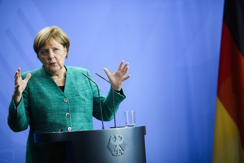 La canciller alemana, Angela Merkel, se dirige a los medios durante una conferencia de prensa en la cancillería de Berlín, el 22 de agosto de 2018. (AP Photo / Markus Schreiber)