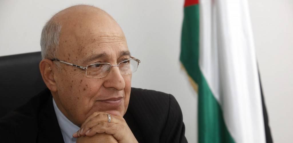Nabil Shaath, el comisionado para las relaciones externas del movimiento Fatah, en su oficina en la ciudad cisjordana de Ramallah, 18 de enero de 2012 (Miriam Alster / Flash 90)