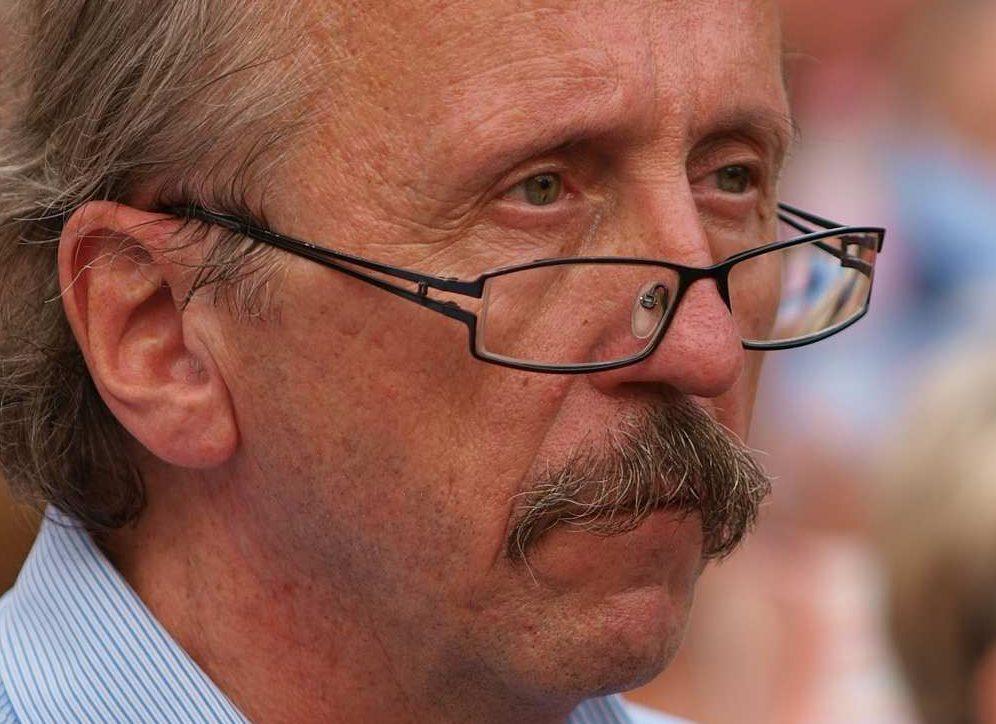 Miembro judío húngaro del Parlamento Europeo Péter Niedermuller.(CC BY Tibor Végh - Szolidaritási tüntetés Örményországért, Wikimedia Commons)